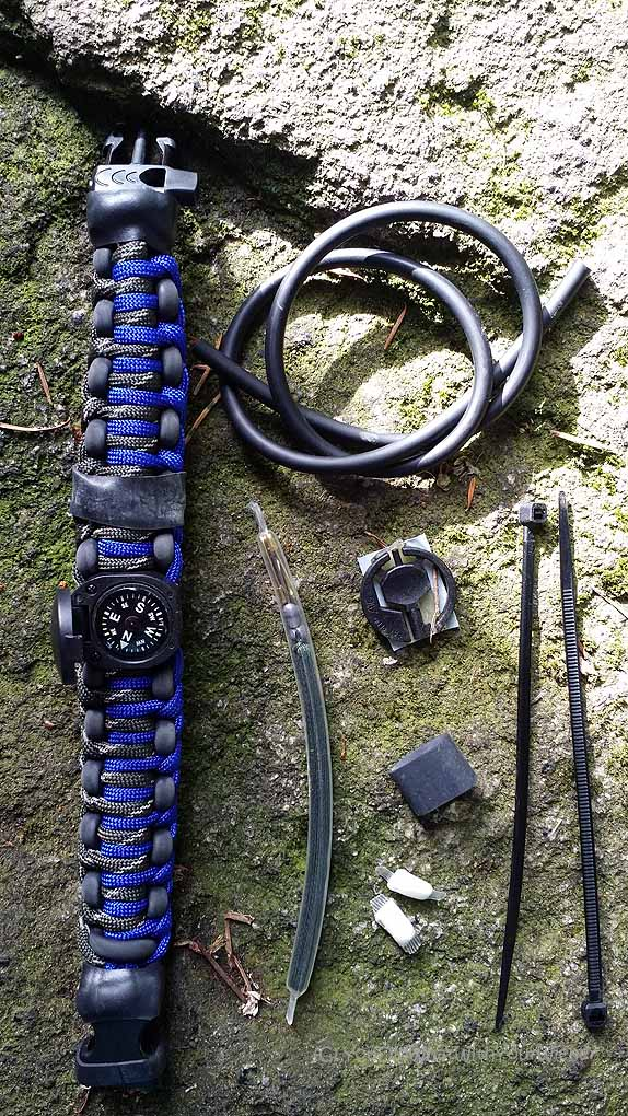 Wazoo Survival Gear Bracelet - what's inside