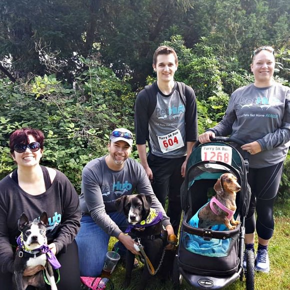 PetHub Team Getting Ready to Run the Seattle Furry 5k